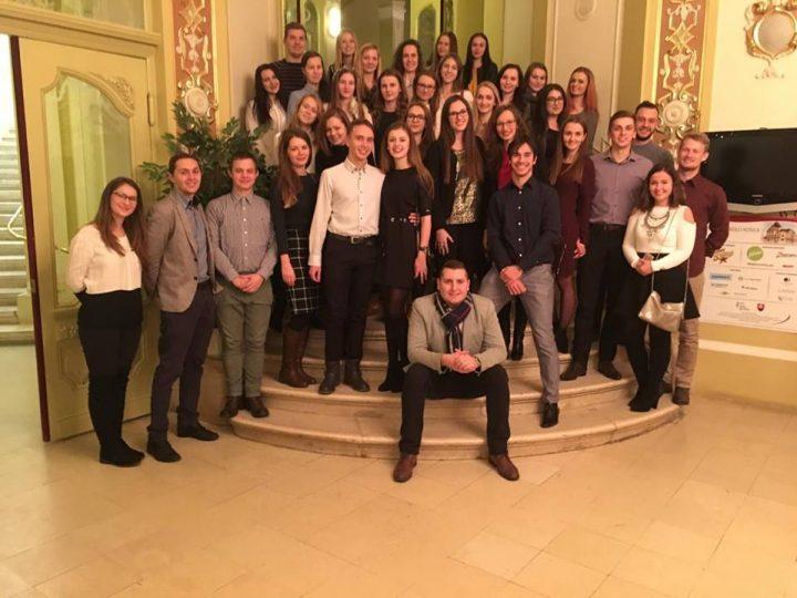 Slovenský spolok študentov zubného lekárstva v divadle v Košiciach